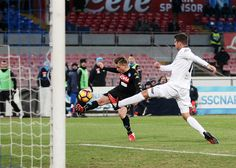Napolis player Emanuele Giaccherini scores the 2-1 goal during the TIM Cup match between SSC Napoli and AC Spezia at Stadio San Paolo on January 10, 2017 in Naples, Italy.