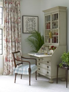 Stately Secretary - Stunning Bedroom Makeover by Eddie Ross - Southern Living Painted Secretary Desks, Secretary Desk With Hutch, Painted Desks, Southern Living, Desk Inspiration, Furniture Makeover, Furniture Ideas, Furniture Design, Painted Furniture