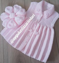 This Pin was discovered by Zek Baby Cardigan Knitting Pattern Free, Kids Knitting Patterns, Vest Pattern, Knitting For Kids, Baby Patterns, Dress Patterns, Baby Outfits, Baby Dresses