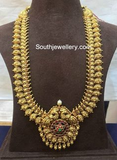 Mango Haram With Pendant photo Gold Temple Jewellery, Indian Wedding Jewelry, Indian Jewelry, Gold Jewelry, Bridal Jewellery, Antique Jewellery Designs, Antique Jewelry, Antique Necklace, Gold Necklace