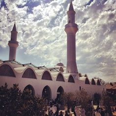 Masjid in Houghton Johannesburg South Africa pic The South Afrikhan Beautiful Mosques, Islamic Architecture, Place Of Worship, Continents, Bellisima, Countryside, South Africa, Buildings