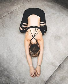 The Alo Yoga Ripped Warrior Legging #yoga #yogainspiration