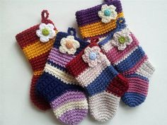 These easy stockings would be perfect for any handmade holiday crochet gift! Crochet Christmas Stocking - Media - Crochet Me