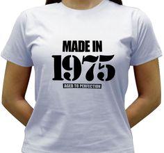 Camiseta estampada com o ano do seu nascimento ou de quem você quer presentear. A cima a frase em inglês feito em e abaixo envelhecido à perfeição.