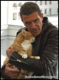 Antonio Banderas & feline friend - this makes me so happy - puss in boots