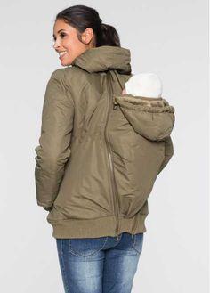 Guarda qui:Giacca con fodera calda, particolarmente pratica, con inserto porta-bimbo sia davanti che dietro. Potrai indossare il marsupio sia sul petto che sulla schiena tenendo il biebè al caldo e protetto dalle intemperie in ogni caso. La giacca è adattabile alle varie fasi della gravidanza, grazie alla coulisse e alle cerniere laterali per regolarne l'ampiezza in modo individuale. Attenzione! L'inserto non è stato disegnato per sorreggere il bimbo!