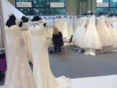 Da tar vi inn SINCERITY - NYTT MERKE. Her underskriver kontrakten på Norfic Bridalshow i København :) Sincerity Bridal, Lace Wedding, Wedding Dresses, Formal Dresses, Fashion, Bride Dresses, Dresses For Formal, Moda, Bridal Gowns