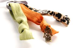 Limited Edition | Geknotete Haargummis 'TAJ MAHAL' Burled Ties #haargummis #haargummi #hairties #ethno #hippie #armband #armcandy #armparty #hamsa #frisur #haar #hairstyle #haare Arm Party, Hamsa, Hair Ties, Hippie Boho, Taj Mahal, Hairstyle, Armband, Ribbon Hair Ties, Hair Job