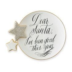 Mark & Graham Maybelle Calligraphy Santa Plate, Dear Santa (4.740 HUF) ❤ liked on Polyvore featuring home, kitchen & dining, dinnerware, floral dinnerware, ceramic dessert plates, gold rimmed dinnerware, santa plate and ceramic plates