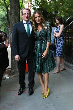 Today, Sarah Jessica Parker and Matthew Broderick celebrate 20 years of marriage. Here, a look back at their best date-night style and how to get the look. Carrie Bradshaw Outfits, Carrie Bradshaw Style, Celebrity Couples, Celebrity Style, City Outfits, Dresses To Wear To A Wedding, Fashion Night, Tokyo Fashion, Men's Fashion