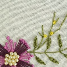 hand embroidery stitches tutorial step by step Hand Embroidery Videos, Embroidery Stitches Tutorial, Hand Embroidery Flowers, Flower Embroidery Designs, Creative Embroidery, Simple Embroidery, Learn Embroidery, Crewel Embroidery, Embroidery Techniques