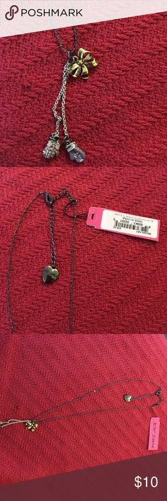 🎀New 🎀Betsey Johnson necklace🎊🎉 This is the cutest necklace, has 2 little boxing gloves and a gold bow...it can be worn short or long Betsey Johnson Jewelry Necklaces