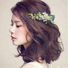 Wavy shoulder length brown hair