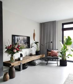 rustic low board with spring flowers - feels like home - Condo Living Room, Living Room Colors, Home And Living, Living Room Decor, Living Spaces, Modern Living, Interior Design Living Room Warm, Home Interior Design, My New Room