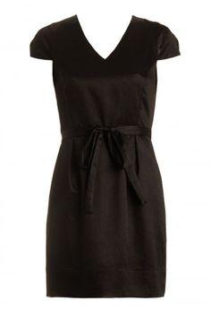 vestido preto com mangas tulipa