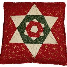 A Christmas Folded Star Cushion Cover. Star Cushion, Patchwork Patterns, Make Your Own, How To Make, Christmas Projects, Cushions, Stars, Holiday Decor, Cover