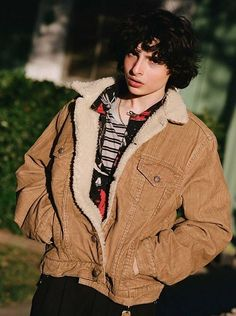 Find images and videos about it, stranger things and finn wolfhard on We Heart It - the app to get lost in what you love. Street Bob, Dakota Johnson, Pretty Boys, Cute Boys, Beautiful Boys, Italian Street Style, Finn Stranger Things, Jack Finn, Le Clown