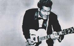 Chuck Berry il primo Guitar Hero Chuck Berry, artista di colore, è colui che dite la nascita della cultura rock durante la turbolente trasformazione sociale che vide protagonista la società americana. Grazie alle sue capacità fu in  #rock #musica