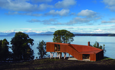Apus Kankay house in Lago Rupanco, by Aguilo & Pedraza Arquitectos. Photography: Francisco Ibanez