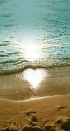 Discovered by Qute Art. Find images and videos about beach, heart and water on We Heart It - the app to get lost in what you love. Heart In Nature, Heart Art, Cool Pictures, Beautiful Pictures, I Love Heart, Heart Images, Heart Pictures, Jolie Photo, Nature Photography