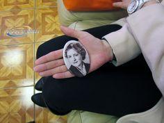 Фото на керамический медальонах от фирмы Русгранит. Размер фотокерамики от 6х9 см. до 40х60 см. Ассортимент и цены здесь: http://stela.ws/photokeramik.html