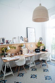 home office decor / home office ; home office ideas ; home office design ; home office decor ; home office organization ; home office space ; home office ideas for women ; home office setup Mesa Home Office, Home Office Space, Office Workspace, Home Office Desks, Office Office, Small Office, Office Furniture, Furniture Design, Home Offices
