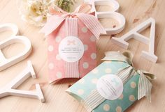 Cute pastel pillow boxes with white polka dots. Great gift packaging idea or party favor box idea. by CookieboxStore on Etsy