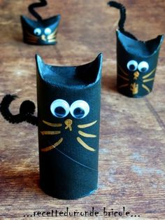 Toilet Paper Roll Crafts - Get creative! These toilet paper roll crafts are a great way to reuse these often forgotten paper products. You can use toilet paper rolls for anything! creative DIY toilet paper roll crafts are fun and easy to make. Diy Halloween, Halloween Crafts For Kids, Halloween Activities, Activities For Kids, Homemade Halloween Decorations, Halloween Costumes, Kids Crafts, Toddler Crafts, Preschool Crafts