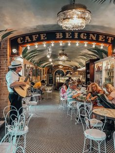 The Ultimate Girls' Guide to New Orleans – Tripping with my Bff New Orleans Travel Guide, New Orleans Vacation, New Orleans Trip, Vacation Places, Places To Travel, Vacation Spots, Vacation Ideas, Vacations, Beignets