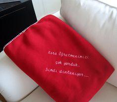 Öğretmenlerimiz bizler için yoruluyor, dinlenmeleri için güzel bir hediye :) Özel işleme ile mesajınızı yazdırabileceğiniz battaniye.. Towel, Digital