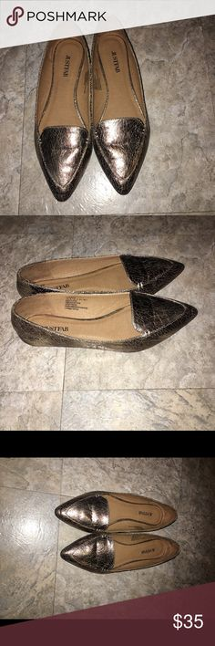 ❤️Cyber Monday  Sale❤️JUSTFAB GOLD FLATS! Just Fab beautiful gold flats barely worn maybe a few times! Perfect Condition! JustFab Shoes Flats & Loafers