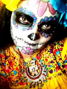 Sugar skull style make-up for day of the dead. Sugar Scull, Sugar Skull Art, Day Of The Innocents, Dog Face Paints, Day Of The Dead Party, Fantasy Make Up, Dark Drawings, Dead Makeup, Sugar Skull Makeup