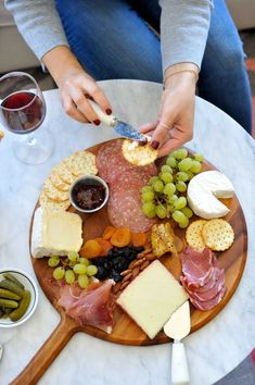how to make a charcuterie board, tips for making a meat and cheese plate - My Style Vita Read these great tips on how to make a great charcuterie board at home with just a few ingredients. From how much to buy and what to serve. Charcuterie Plate, Charcuterie And Cheese Board, Cheese Board Display, Cheese Boards, Party Food Platters, Cheese Platters, Easy Cheese, Meat And Cheese, Wine Cheese