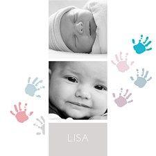 Une très belle façon d'annoncer la naissance de votre enfant ! De jolies petites empreintes bleues et roses sont déposées sur ce faire-part Mains colorées. Une carte simple, sur fond blanc et aux couleurs pastels. On adore l'effet noir et blanc, à la fois chic et élégant. Une création charmante et originale personnalisable avec vos photos sur www.popcarte.com