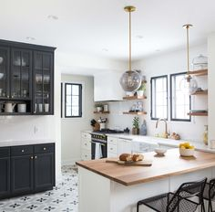 One of the most important choices in designing your kitchen (or just a simple redo) is what kind of countertops you're going to have. The counter tops need to be beautiful and functional. The good news, though, for those of you who are on the fence, is that sometimes not choosing is the best idea. Case in point: these 9 kitchens that work more than one countertop finish, with beautiful effects.