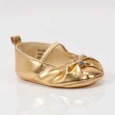 Gold infant shoes! So cute :)