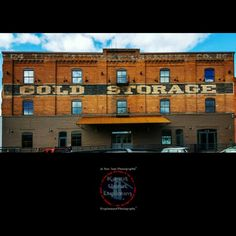 """Cold Storage"" /// Kryptoneyed Photography & Je Vois Tout Photographié à la kryptoneyed@tutanota.com /// #kaputgeratlupinum #slowlycrispykryptonite #kryptoneyed #jevoistout #downtown #spokane #spokanewa #coldstorage #urbanrenewal #brick #brickbuilding #zweilicht #preserved #history"