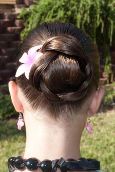 Braid Roll @ Princess Piggies.  (Easiest Hairstyle EVER!)