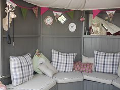 Pretty summerhouse Interior with seating & upholstery – storage Beach Hut Interior, Shed Interior, Home Interior Design, Small Summer House, Summer House Garden, Summer Houses, Summer House Interiors, Cabin Interiors, Garden Huts