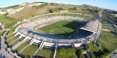 Estadio del Conero, de la ciudad de Ancona. Abierto en 1992, puede recibir a 26.000 personas, casa del US Ancona 1905