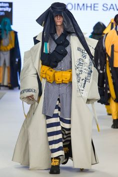 See all the Collection photos from Kingston University Ba Spring/Summer 2017 Ready-To-Wear now on British Vogue Fashion 2017, Runway Fashion, Fashion Outfits, Womens Fashion, Fashion Trends, Ski Fashion, Unique Fashion, High Fashion, Street Fashion