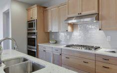 20 Tips Om Een Kleine Badkamer Groter Te Laten Lijken Decor, Home, Kitchen Cabinets, Cabinet, Kitchen