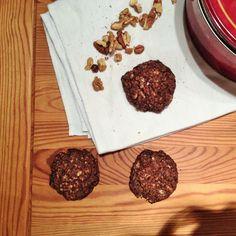 Egy gyors kis süti recept, ami bearanyozza ezeket a hűvös, őszi estéket. Nagyon gyorsan elkészül, ami már önmagában egy jó pont. Cukrot sem... Wordpress, Paleo, Cookies, Desserts, Bridge, Crack Crackers, Tailgate Desserts, Deserts, Biscuits