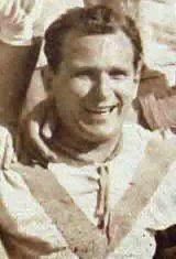 Bela Andrasik nasceu na Hungria no ano de 1914. Chegou a Portugal, para ingressar no Futebol Clube do Porto, no início do ano de 1940. Tinha 26 anos e vinha rotulado como um guarda-redes dos melhores da Europa. Já na cidade do Porto, teve que esperar pela autorização da F.P.F. para poder defender a baliza dos Dragões, isto depois de terem sido disputados as partidas contra os lisboetas do Carcavelinhos F.C., C.F. Belenenses e S.L. Benfica, jogos que os portistas venceram. No final dessa…