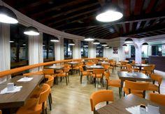 Il nuovo Bar Ristorante LUX è situato in pieno centro di Vittorio Veneto (Treviso).  Ristilizzato e ripensato per accontentare i gusti e i desideri di chi come te ama un luogo moderno e dinamico, in cui incontrarsi con gli amici per un aperitivo, per una serata in musica, per un pranzo veloce di lavoro, per un gelato durante una passeggiata nel bel Centro di Vittorio Veneto.   http://www.guidaprosecco.com/html5/1147-Lux-s-n-c-