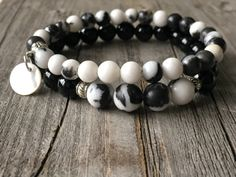 Gemstone bracelet, Black white bracelet, Boho bracelet, Stretch stacking bracelet, Woman beaded bohemian bracelet, gemstone bracelet set door KennlyDesign op Etsy