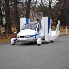 Flying cars are things from Sci-Fi movies, and now a company called Terrafugia will show off its first flying car at this years New York auto show, the Terrafugia Transition. Weird Cars, Cool Cars, First Flying Car, Light Sport Aircraft, Car Cost, Toyota, The Jetsons, Luftwaffe, Rat Rods