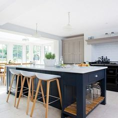 Modern kitchen with painted shaker units Kitchen design ideas PHOTO GALLERY Beautiful Kitchens Housetohome Kitchen Island Decor, Kitchen Island With Seating, Home Decor Kitchen, Kitchen Living, Kitchen Interior, New Kitchen, Home Kitchens, Open Plan Kitchen, Grand Kitchen