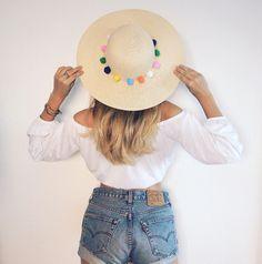 http://doctorsfashiondiary.jimdo.com/2016/05/16/d-i-y-p-o-m-p-o-m-h-a-t/  DIY how to do this cute pompom hat