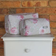 Set de necessaires de 200 hilos. Diseño Rositas Rosa. Colección Alanna